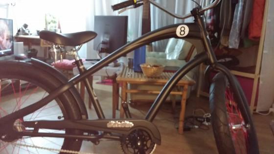 Vélo Electra Beach Cruiser passé en mode électrique avec un KIt Cycloboost de 1200W moteur dans la roue avant.